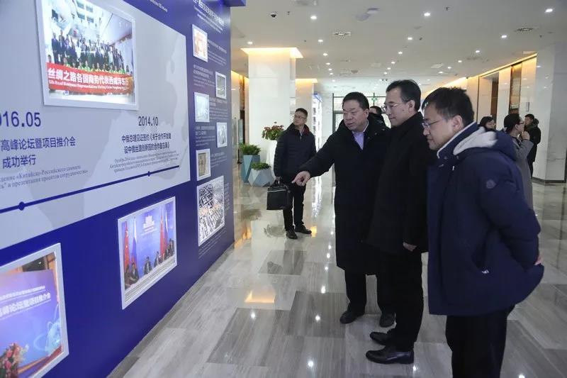 秦农银行董事长李彬一行 参观调研沣东新城